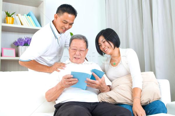 ázsiai család olvas könyv otthon lány Stock fotó © yongtick
