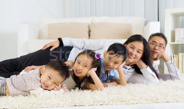 Asiático família piso sorridente mulher homem Foto stock © yongtick