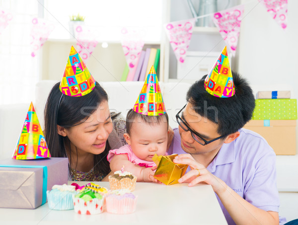 ázsiai család ünnepel baba telihold buli Stock fotó © yuliang11