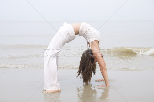 Photo stock: Asian · fille · yoga · plage · ciel