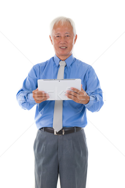 Çin kıdemli iş erkek tablet gülümseme Stok fotoğraf © yuliang11