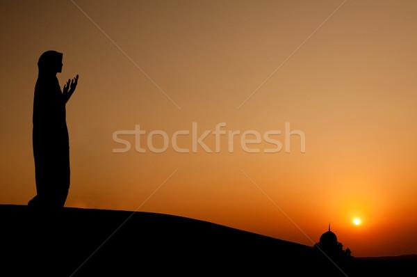 Stock fotó: Sziluett · muszlim · nő · imádkozik · sivatag · lány