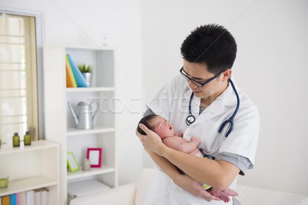 Asya erkek doktor bebek klinik kadın Stok fotoğraf © yuliang11