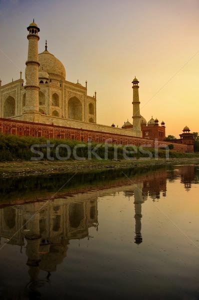 Taj Mahal híres tájékozódási pont lövés égbolt szeretet Stock fotó © yuliang11