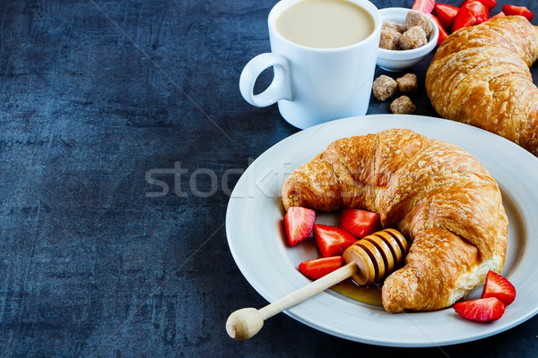 Gustoso colazione tavola fresche cornetti miele Foto d'archivio © YuliyaGontar