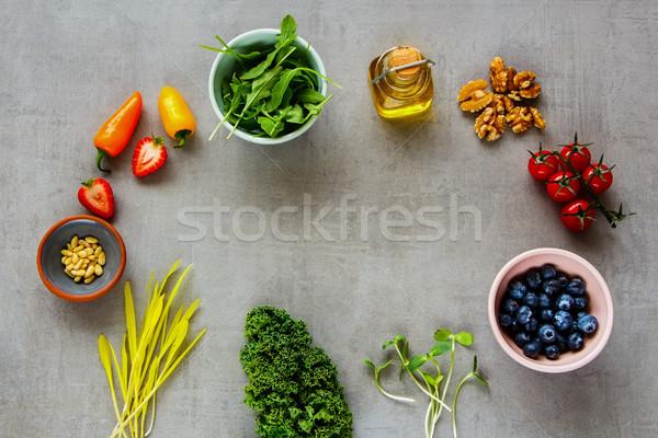 Nyers bioélelmiszer saláta áfonya eper paprikák Stock fotó © YuliyaGontar