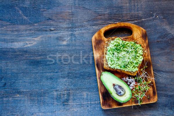 Pirítós avokádó teljeskiőrlésű búza klasszikus fa deszka rusztikus Stock fotó © YuliyaGontar