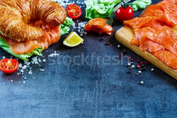 サンドイッチ 新鮮な野菜 クロワッサン 暗い ヴィンテージ ストックフォト © YuliyaGontar
