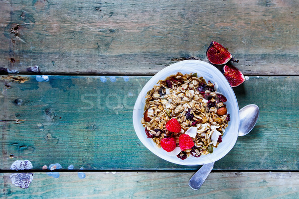 Kahvaltı müsli tahıl fındık taze ahududu Stok fotoğraf © YuliyaGontar