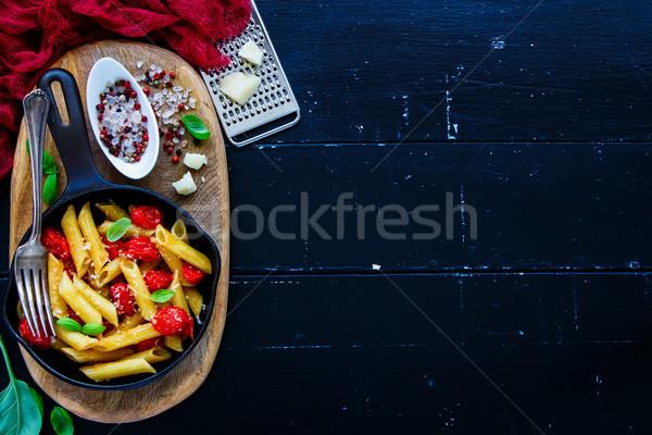 İtalyan makarna akşam yemeği domates Stok fotoğraf © YuliyaGontar