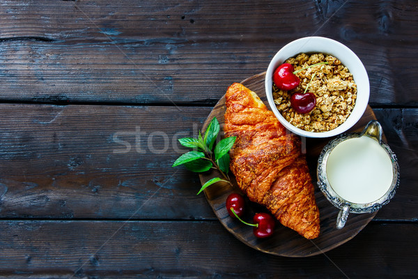 Croissant kers ontbijt gezonde melk Stockfoto © YuliyaGontar