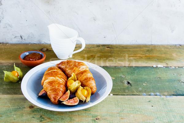 Kruvasan reçel meyve kahvaltı tablo kayısı Stok fotoğraf © YuliyaGontar