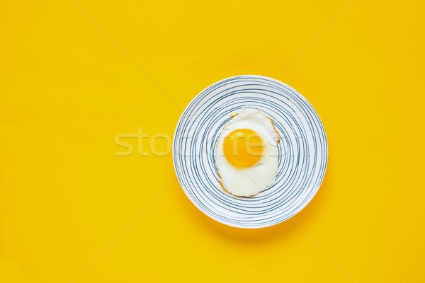 Foto stock: Ovo · frito · prato · amarelo · comida · café · da · manhã · alimentação · saudável