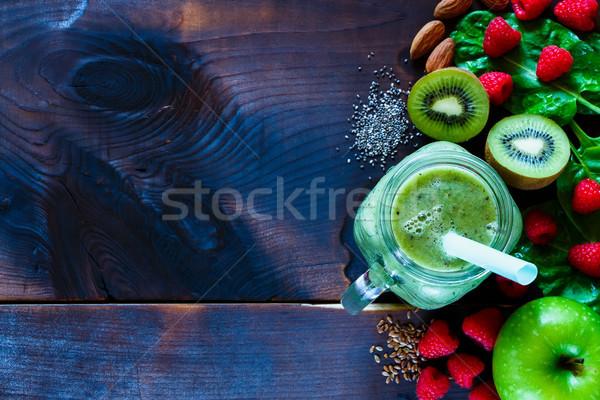 Saine smoothie vert ingrédients sombre bois Photo stock © YuliyaGontar