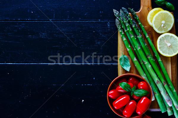 Verde espargos preparação manjericão saboroso Foto stock © YuliyaGontar