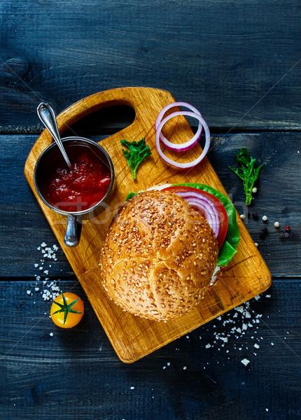 Veganistisch hamburger groenten verse groenten donkere Stockfoto © YuliyaGontar