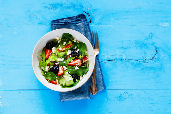 Zdjęcia stock: Truskawki · salaterki · świeże · jeżyna · niebieski