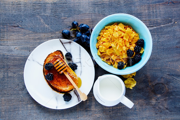 Kahvaltı tablo ızgara süt bal Stok fotoğraf © YuliyaGontar