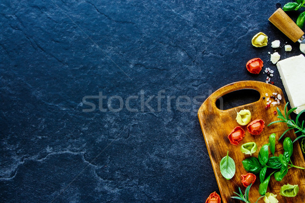 İtalyan gıda ev yapımı makarna tortellini fesleğen parma'ya ait Stok fotoğraf © YuliyaGontar