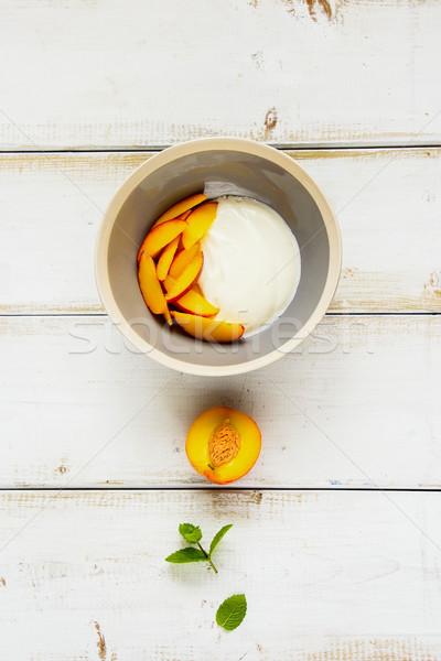 Yogurt pesca colazione ciotola greco fresche Foto d'archivio © YuliyaGontar