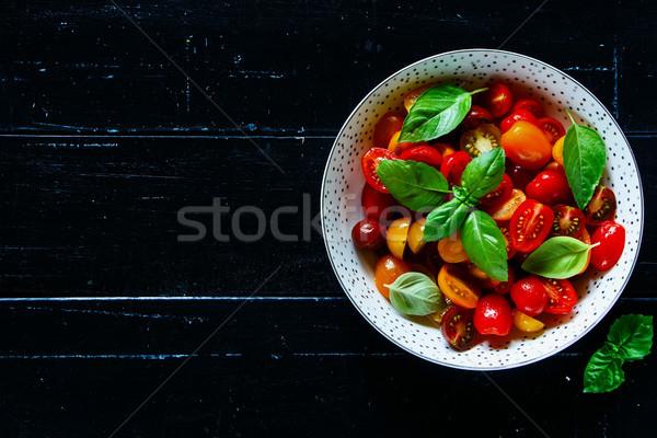 Stok fotoğraf: Domates · fesleğen · çanak · taze · sağlıklı · salata