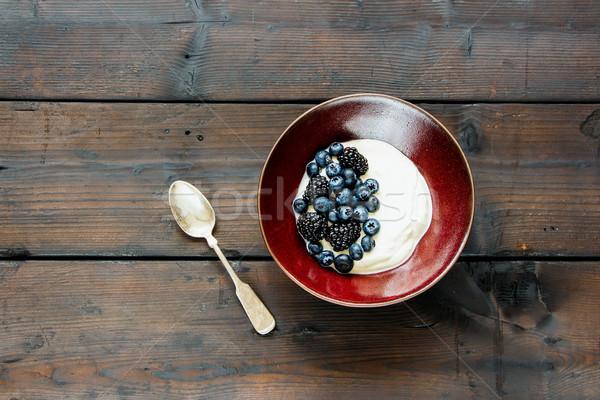 ヨーグルト 液果類 新鮮な ブルーベリー ブラックベリー 木製 ストックフォト © YuliyaGontar
