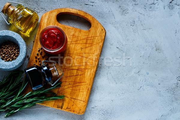 приготовления старые разделочная доска томатном соусе оливкового масла Сток-фото © YuliyaGontar