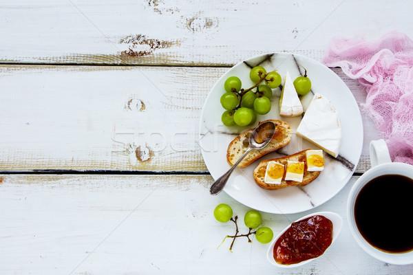Brie vijg jam sandwiches heerlijk ontbijt Stockfoto © YuliyaGontar