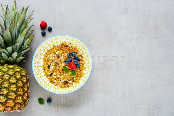 Granola ananász bogyók egészséges reggeli tál Stock fotó © YuliyaGontar