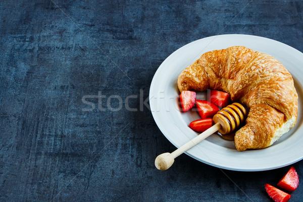 свежие круассан завтрак меда зрелый клубника Сток-фото © YuliyaGontar
