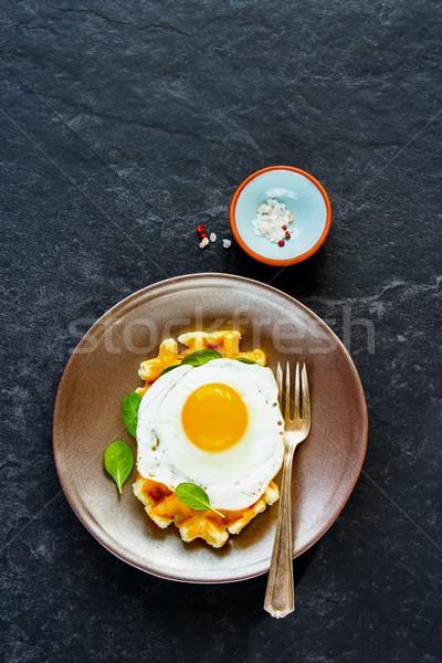 Tükörtojás egészséges reggeli borsikafű meleg tányér Stock fotó © YuliyaGontar