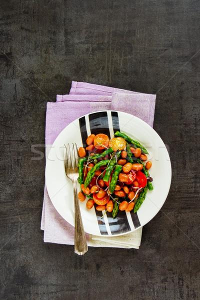 Vegan feijões salada prato escuro saudável Foto stock © YuliyaGontar