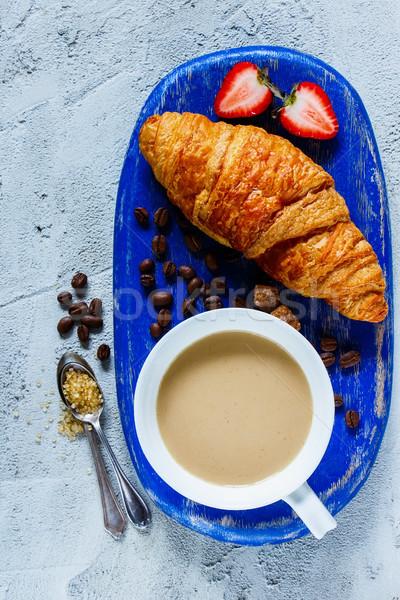 Ontbijt ingesteld koffiekopje vers gebakken Stockfoto © YuliyaGontar