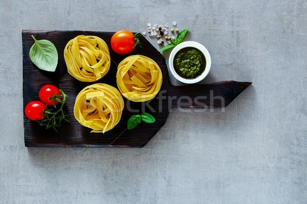 Italiaans pasta tagliatelle traditioneel koken pesto Stockfoto © YuliyaGontar