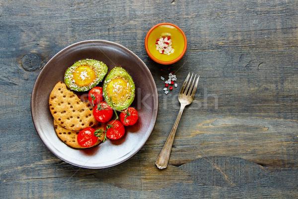 Avokádó sült tojások vegetáriánus reggeli tányér Stock fotó © YuliyaGontar