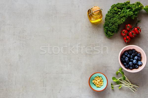 Nyers bioélelmiszer válogatás saláta áfonya koktélparadicsom Stock fotó © YuliyaGontar