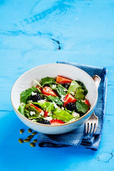 Zdjęcia stock: Truskawki · salaterki · puchar · Sałatka