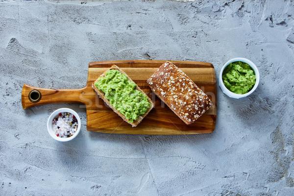 Smaczny awokado kanapki deska do krojenia konkretnych Zdjęcia stock © YuliyaGontar