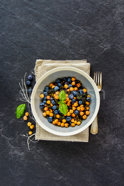 Vegan insalatiera fresche insalata nero pietra Foto d'archivio © YuliyaGontar