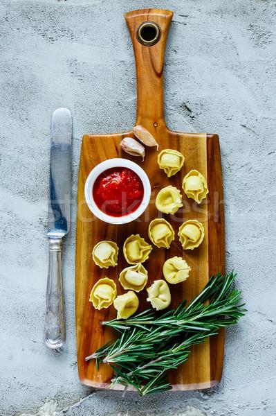 自家製 生 イタリア語 トルテッリーニ 木製 まな板 ストックフォト © YuliyaGontar