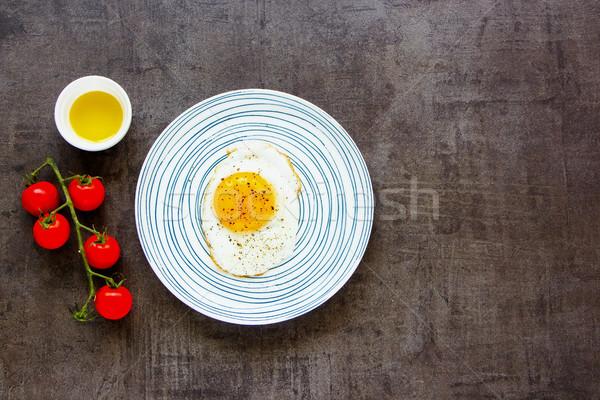 Tükörtojás tányér reggeli egészséges étkezés klasszikus egészséges étel Stock fotó © YuliyaGontar