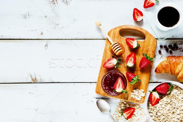 сельский завтрак круассан свежие клубники Сток-фото © YuliyaGontar