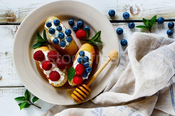 десерта Бутерброды Ягоды продовольствие белый керамической Сток-фото © YuliyaGontar