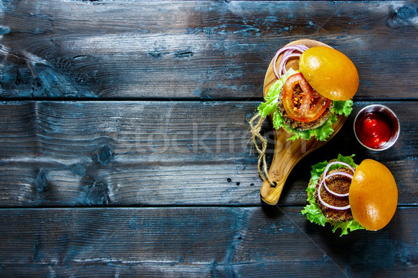Saudável vegan burger saboroso alface molho de tomate Foto stock © YuliyaGontar
