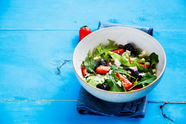 Zdjęcia stock: Truskawki · salaterki · świeże · jeżyna
