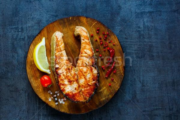 Grillezett lazac steak rusztikus fa deszka citrom Stock fotó © YuliyaGontar