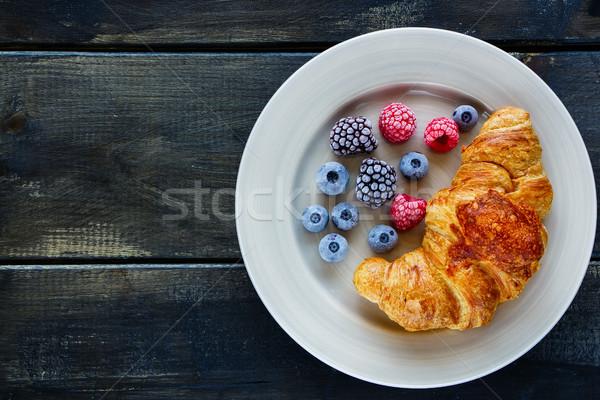 Cornetto frutti di bosco piatto servito Foto d'archivio © YuliyaGontar