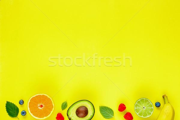 Különböző trópusi gyümölcsök kreatív elrendezés organikus Stock fotó © YuliyaGontar