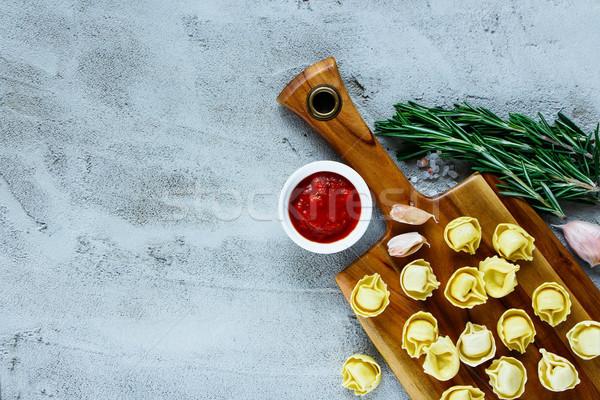 Házi készítésű nyers olasz tortellini olasz étel fából készült Stock fotó © YuliyaGontar