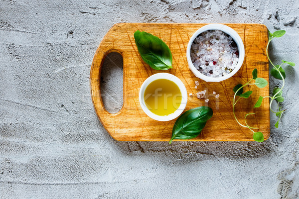 羅勒 葉 橄欖 油 頂部 視圖 商業照片 © YuliyaGontar